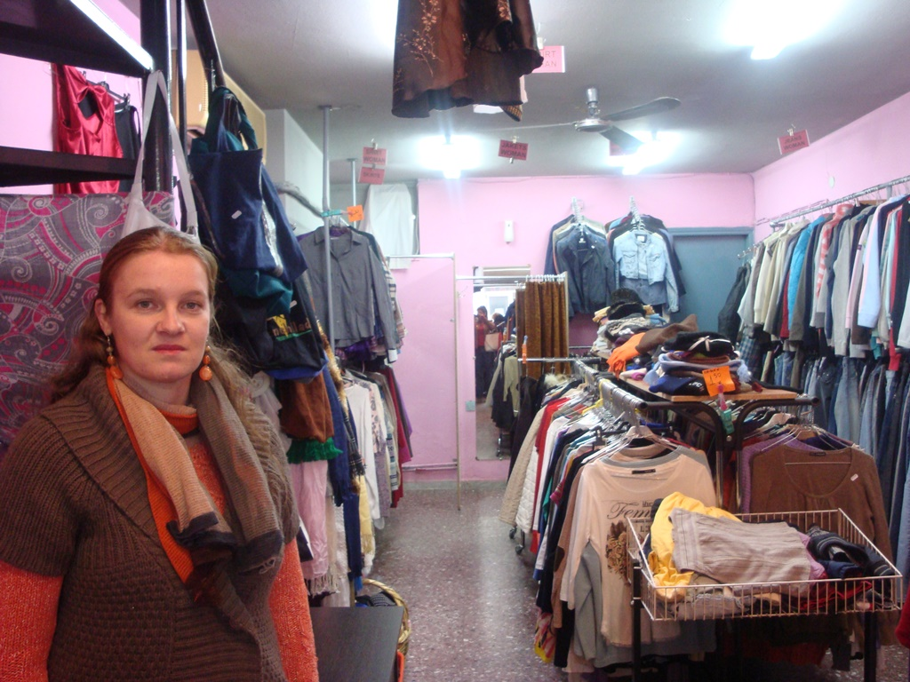 aa78000195f5 To second hand κατάστημα ρούχων στο κέντρο του Βόλου- Πως «ανακυκλώνονται»  τα ρούχα από το εξωτερικό