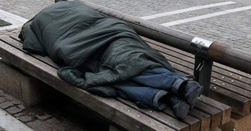Μαθήματα ανθρωπιάς από Αλμυριώτη που φιλοξενεί αστέγους e82f98ab5fe
