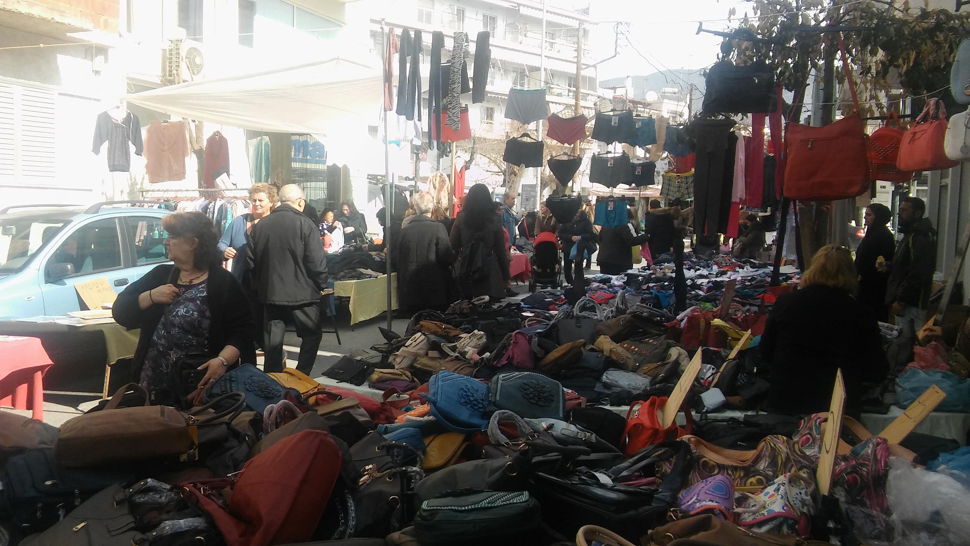 75db1df99882 Kατακόρυφη μείωση ζήτησης ρούχων στις λαϊκές αγορές του Βόλου - e ...