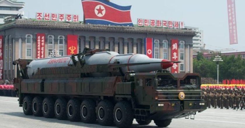 Η Β. Κορέα μεταφέρει διηπειρωτικό βαλλιστικό πύραυλο στις δυτικές ακτές της 761d686ac7d