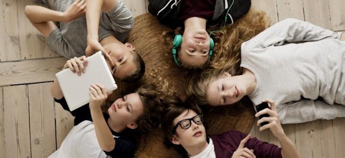 Ελεύθερα μαλλιαρό Έφηβος/η κανάλι