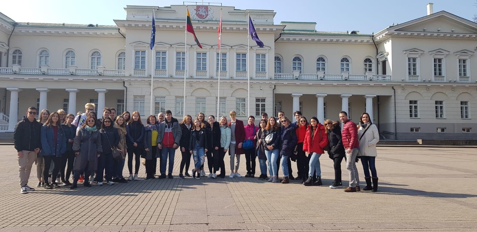 b04b32e162c ... STOP CONSUMPTION FRENZY στο οποίο συμμετέχει το 2ο Γενικό Λύκειο Βόλου,  φιλοξενήθηκε στο Βίλνιους της Λιθουανίας από τις 6 έως τις 13 Απριλίου 2019.